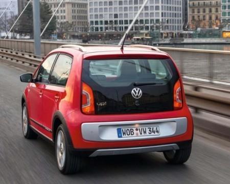 Volkswagen Cross Up фото сзади