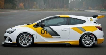 Opel Astra OPC Motorsport вид сбоку