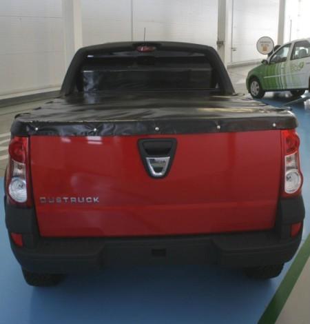 Dacia Dustruck фото сзади