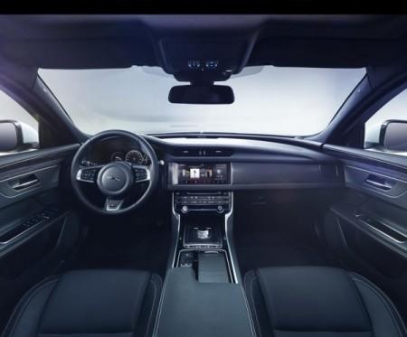 новый Jaguar XF салон