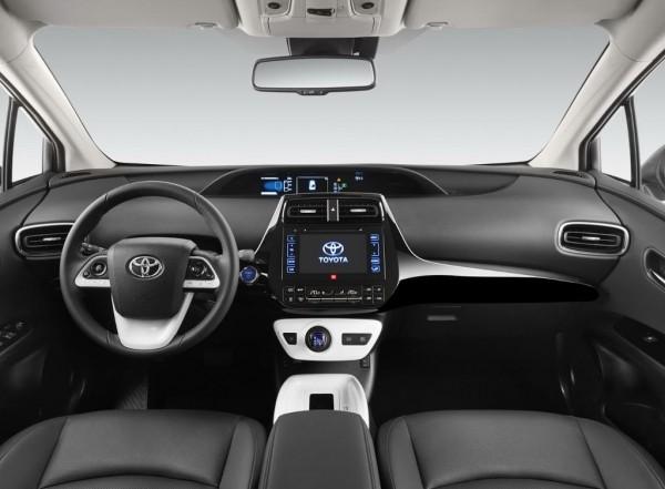 фото салона Toyota Prius