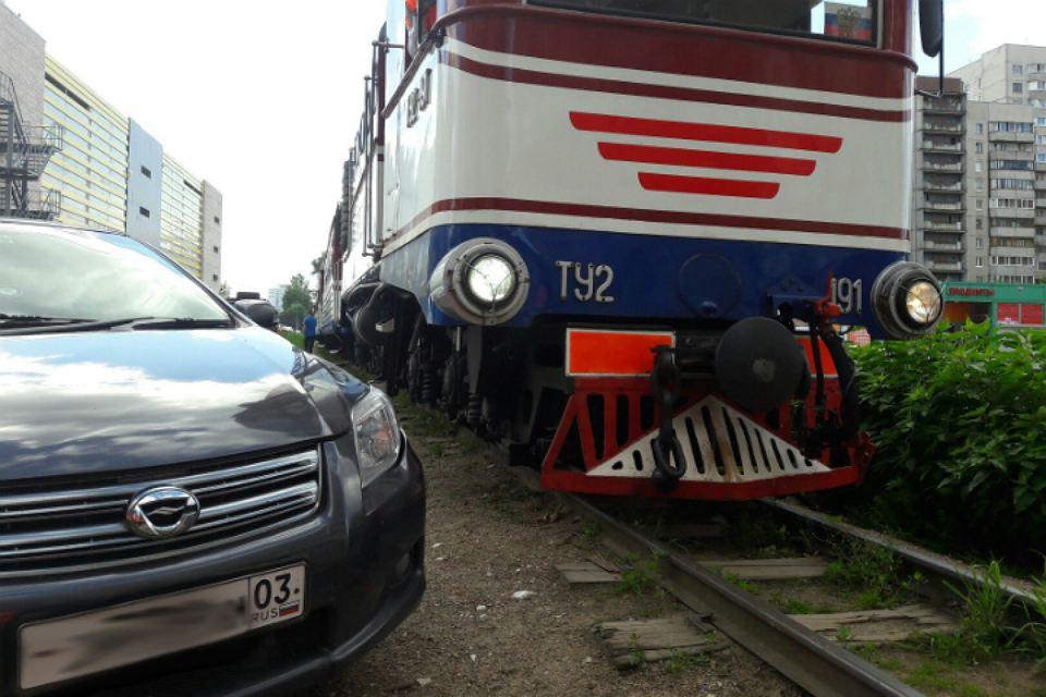 иномарка столкнулась с поездом