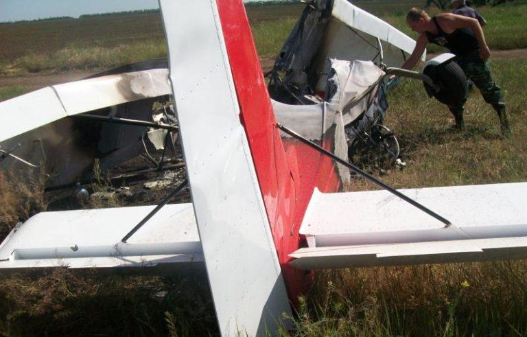 самолет врезался в автомобиль